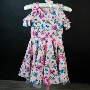 Little girls flower dress in pink Size 7